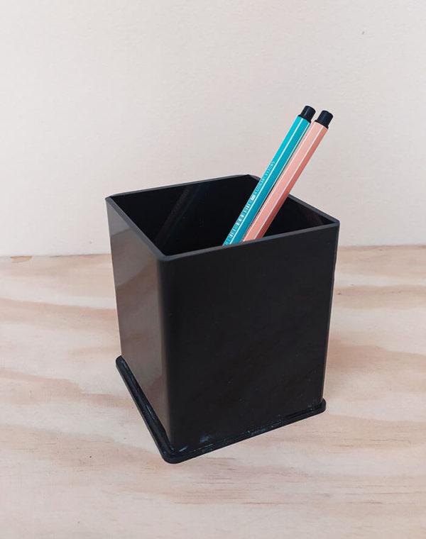 Porta lápices cuadrado negro