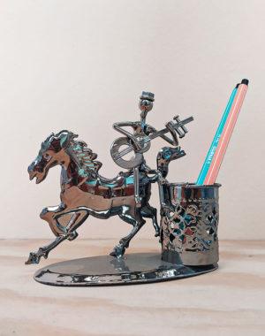 Porta lápiz de caballo y jinete