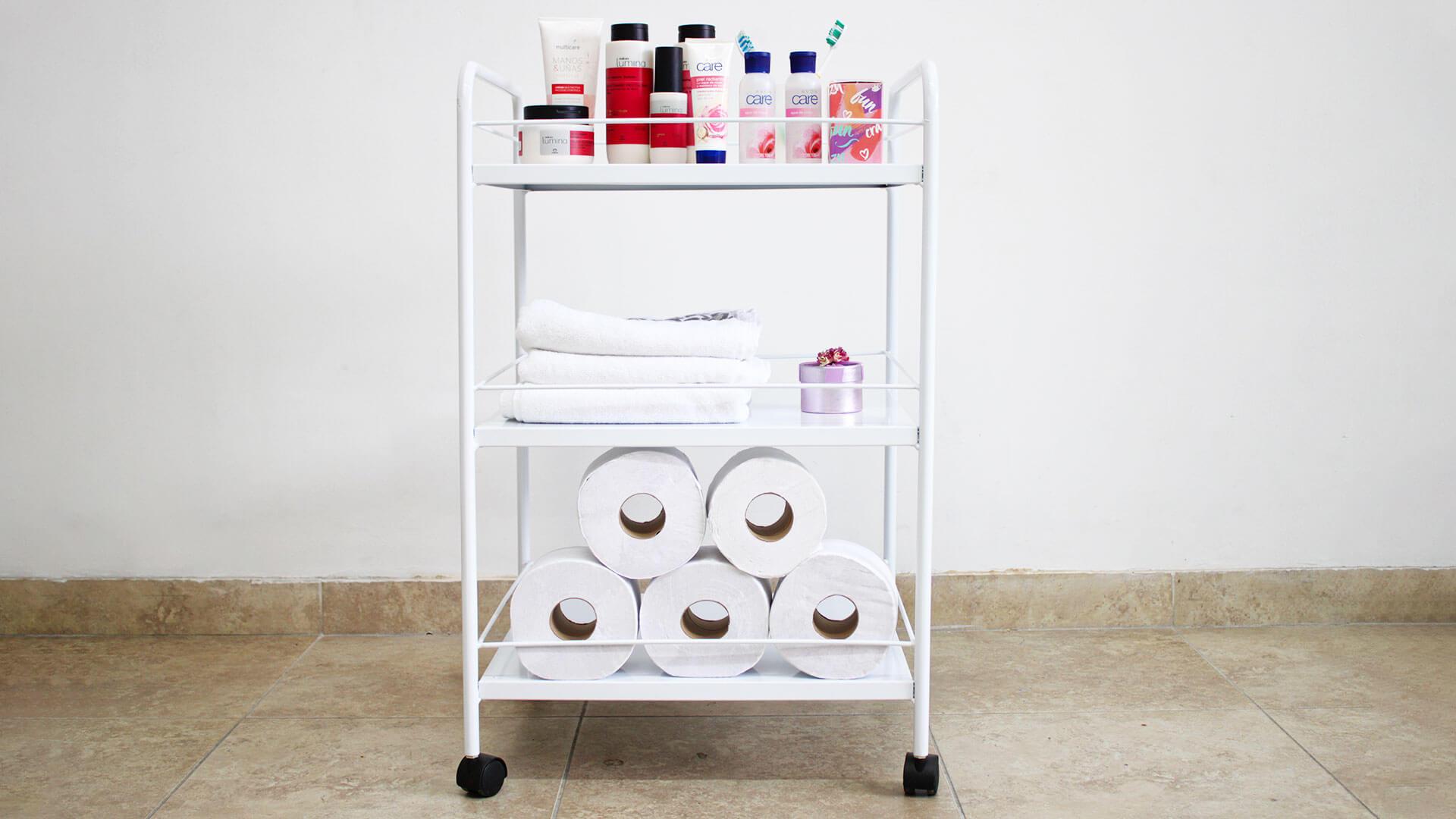 Mesa blanca multiuso para el baño